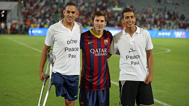 Leo Messi, med israeler og palæstinenser